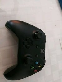 black Xbox One game controller Los Angeles, 90003