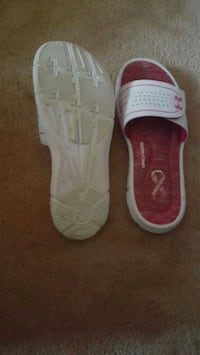pair of white-and-pink Nike sneakers Camden, 45311
