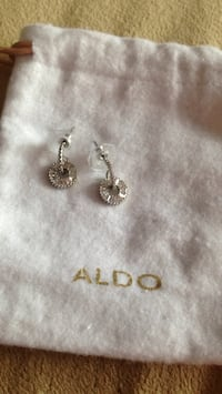 Zirconia earings paid $25 pick up in Laval brand new never worn