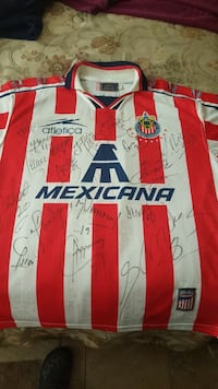 1998 Chivas jersey signed by the team from that ye