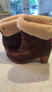 pair of brown-and-black sheepskin boots Toronto, M4S 1J9