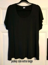 black scoop-neck shirt Calgary, T3A 4J8