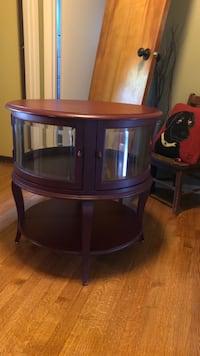 Round red wooden coffee table Drexel Heritage Wood Dale, 60191