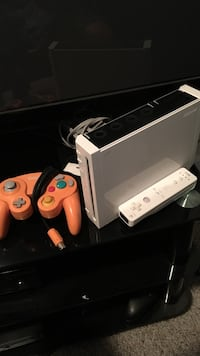 white Wii game consul with game controller Kelowna, V1Y 1R4