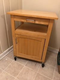 Rolling kitchen cart - pick up in Crystal City Arlington, 22202