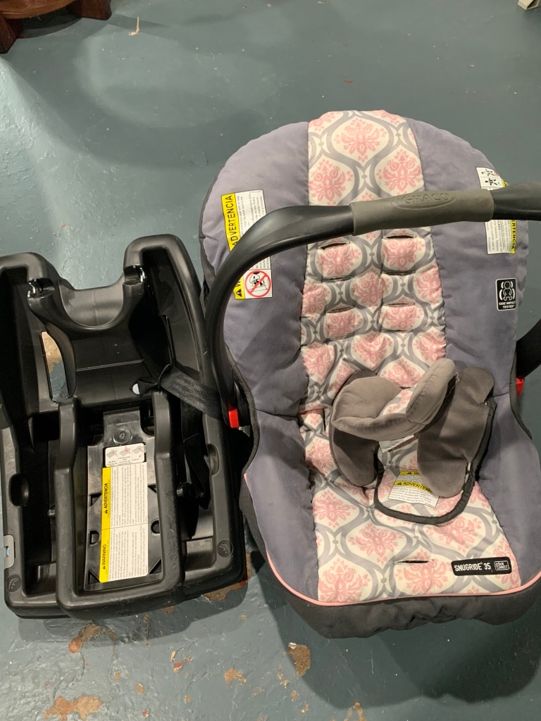 Photo Infant 2 bases and car seat