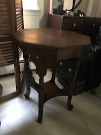 Octagon shaped brown wooden table New York, 11206