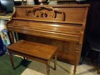 nice upright piano with seat Mechanicsville, 20659