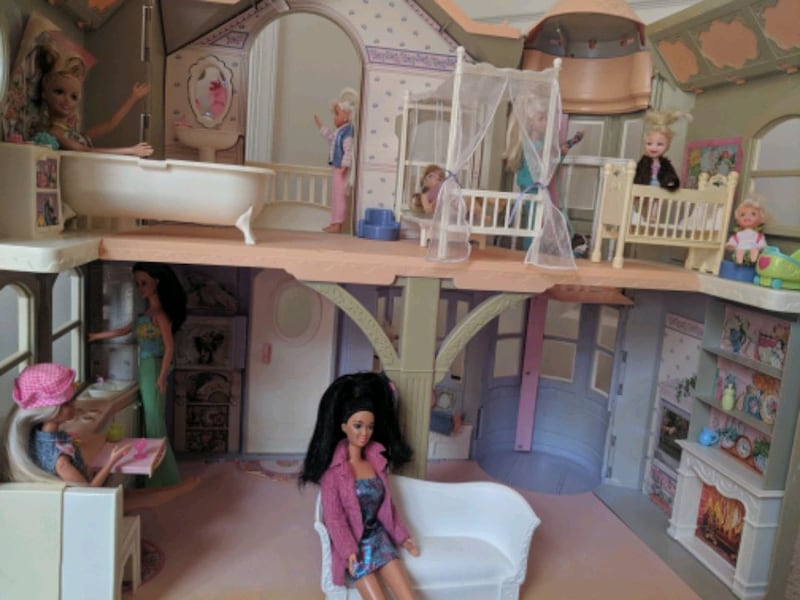 Barbie Victorian Dream House e1b9623e-09e7-4363-b076-05f894afdced