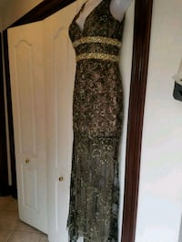 Custom made beaded and lace gown size 0-2 1484 km
