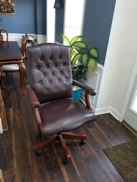 Office chair with arm rest
