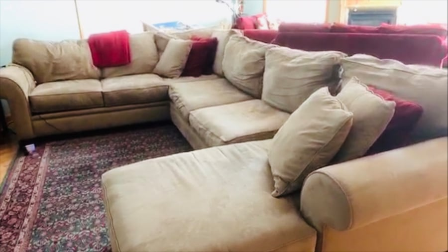 Couch set  separable into 3 pieces fa1a0ce6-92e1-458d-b844-c0b56aebf585