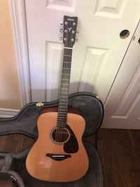 Yamaha FG800 Acoustic Guitar - with case Brampton, L6V 2R4
