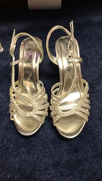 Size 7, silver  New Waterford, 44413