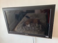40 inch Sony lcd tv and tv mount  Toronto, M9N 2R3