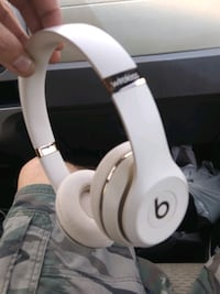 Beats rose gold n white style 3 wireless