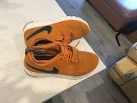 pair of orange Nike low-top sneakers Coquitlam, V3K 1M5