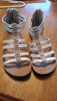 Girls sandals , size 12 Victorville