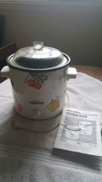 Crockpot/Slow Cooker - Stoneware in excellent condition.  Ottawa, K2H 7L2