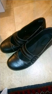 Black leather Clark shoes size 10W London, N6H 0B2