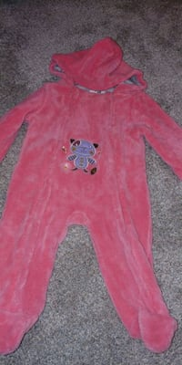 Beautiful winter coat 3-6 big size up to 9months Toronto, M9R 3T1