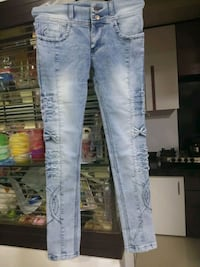 distressed blue-washed jeans Mumbai, 400037