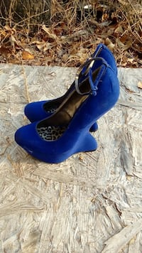 pair of blue suede ankle-strap heelless shoes Gaston, 29053