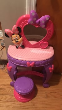 Pink and purple minnie mouse vanity table 12$ obo Fort Lee, 07024
