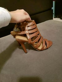 unpaired brown leather open-toe heeled sandal Brandon, 33511