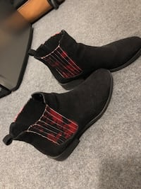 Winter boots size 9 New Westminster, V3L 4M1