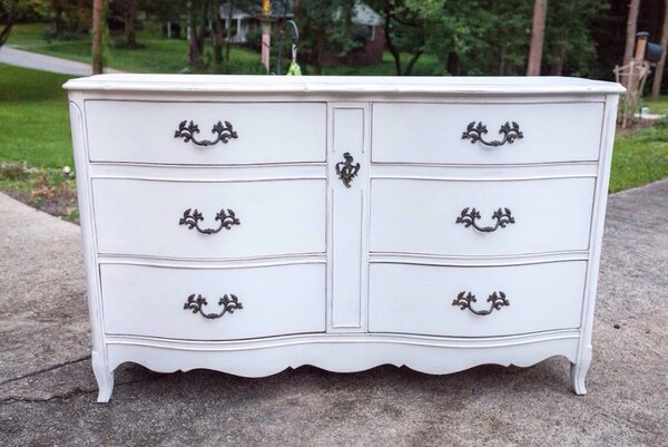 Used Vintage Bassett French Provincial Antique White Six Drawer