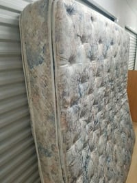 Kingsize mattress and box spring (will deliver) Ottawa
