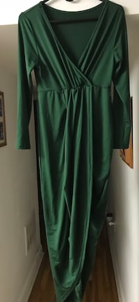 Women's green plunging neckline long-sleeved maxi dress size Large NEW Bear, 19701
