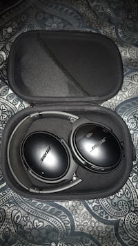 Black bose wireless headphones with case Virginia Beach, 23456