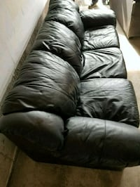 Pull out leather sofa for sale Brampton, L6X