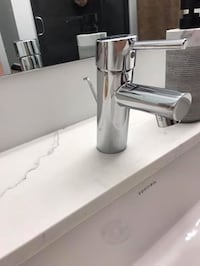 Grohe bathroom faucet, toilet paper holder and towel bar set Toronto, M6P
