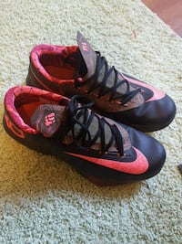 KD size 11 men's low top sneakers Albany, 12210
