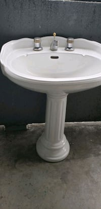 ROYAL SINK WITH STAND AND FAUCET  Toronto, M6M 5B5