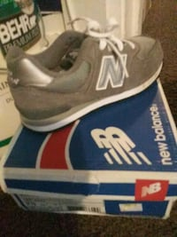 pair of gray New Balance low-top sneakers Washington, 20020