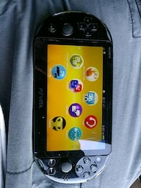black Nintendo 3DS with game cartridge Bakersfield, 93308
