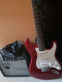 Squier Fender Guitar With amp, and cords