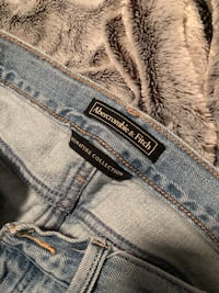 Abercrombie jeans Georgetown, L7G 6A2