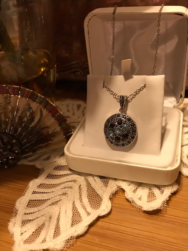Beautiful! Silver genuine Marcasite Necklace with Crystal Stones 438ca836-dd6d-469d-a07f-0d5d50a088c7