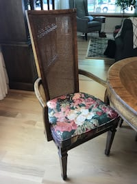 Dining Table and Chairs /Fruitwood null