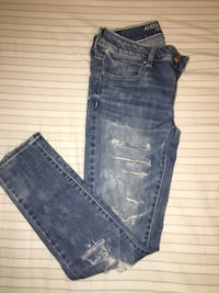 American eagle blue wash ripped jeans  Toronto, M6E 2V2