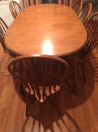 6 chairs wooden dining table set . Extendable ends. Cary, 27519