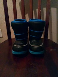 pair of black-and-blue boots Oklahoma City, 73139