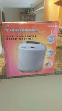 Toastmaster Bread Machine/White in colour Chestermere, T1X 1G1
