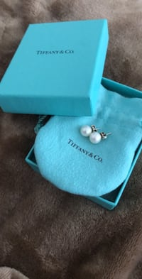 Tiffany & Co. Pearl earrings Mississauga, L5M 8B2
