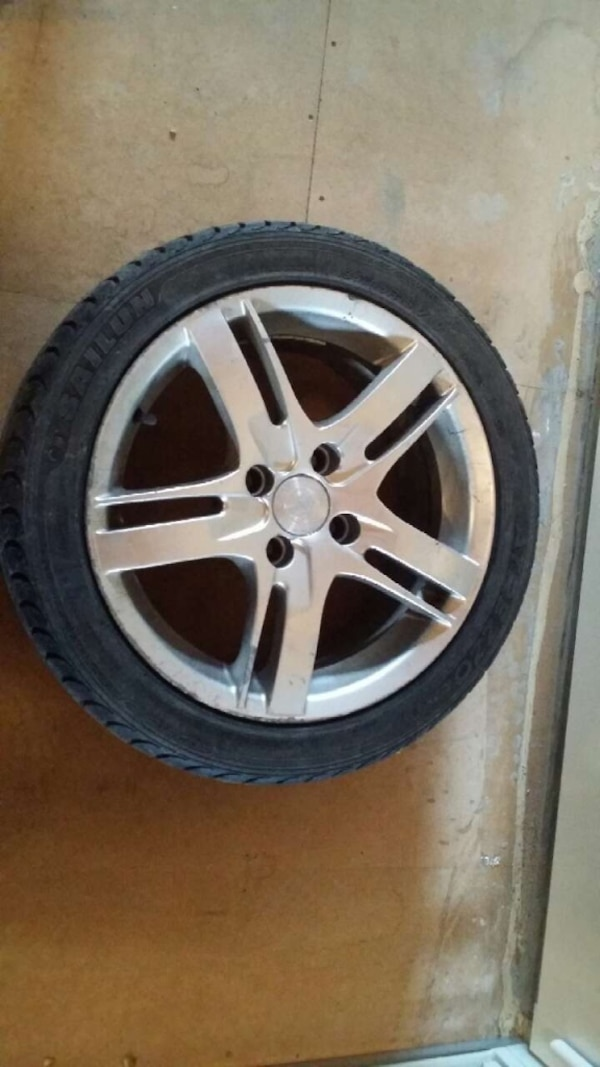Aluminium rim with low profile tyres. rim have four bolts for volkswagon polo 2, polo3 and other cars